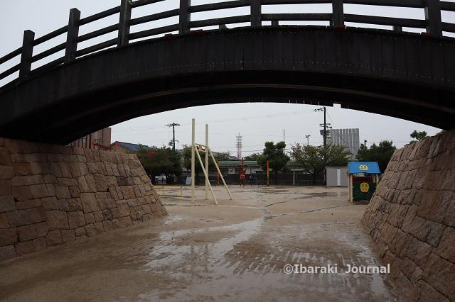 9-1008桑田公園の太鼓橋から遊具の方IMG_5186