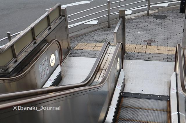1020JR茨木駅エスカレーターIMG_5711