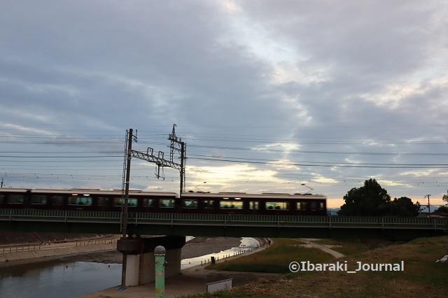 7-1022千歳橋から南電車が通るIMG_5764
