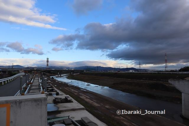 1123-6安威川先鉾橋から北のほうIMG_6892