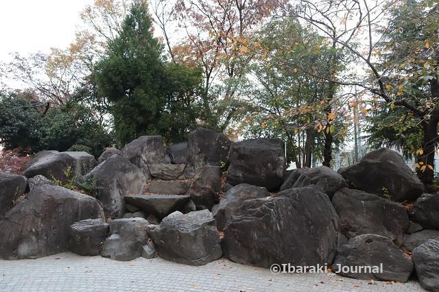 1125消防署横元茨木川緑地の石のところIMG_6963