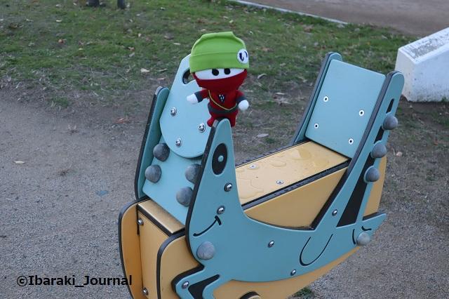 8-1128彩都西公園のバッタの遊具IMG_7158