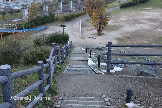1128彩都西公園下へ行く階段IMG_7131