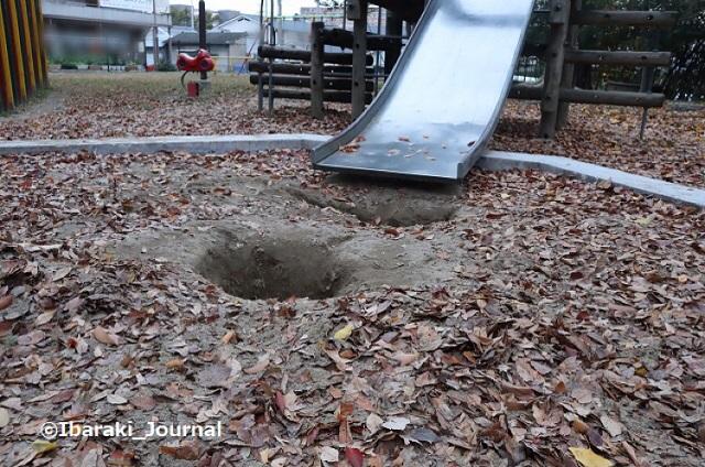 1127川端通り公園のすべり台のところIMG_7061