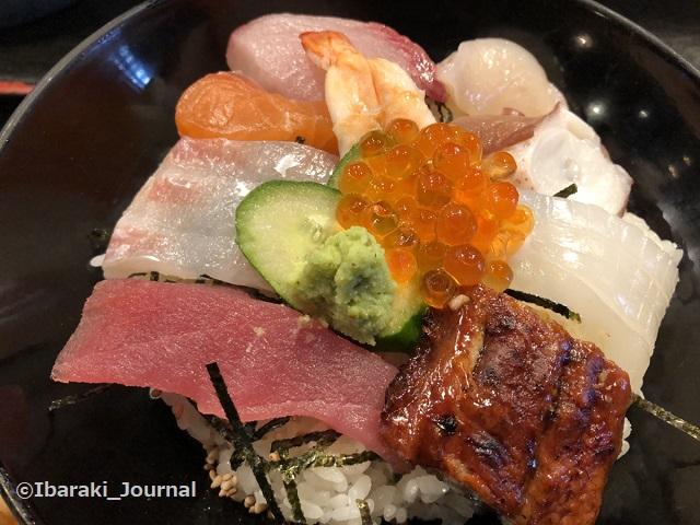 おととの海鮮丼アップIMG_7726