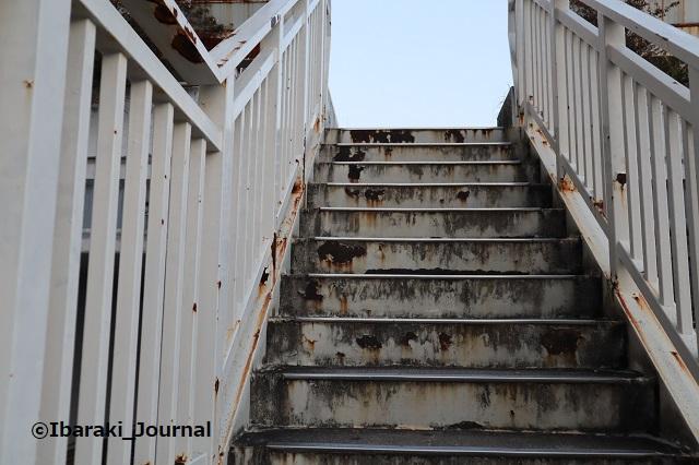 1117ソシオ歩道橋の階段IMG_6780
