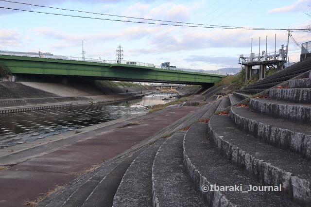 1130茨木川をへりから1IMG_7223