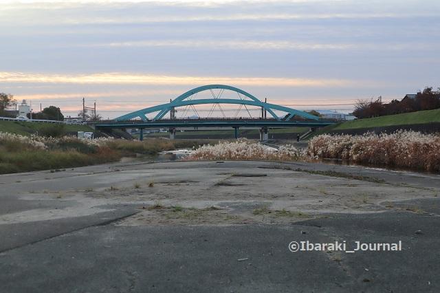 1130西河原新橋を安威川茨木川合流へりからIMG_7214