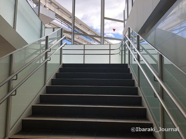 1215阪急南茨木駅の階段IMG_8391