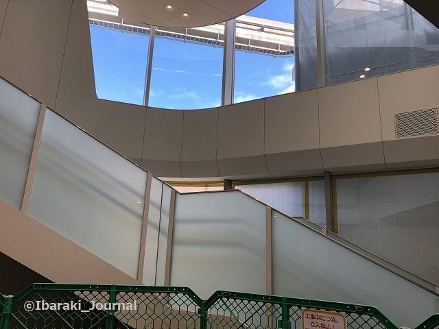 1203南茨木駅新しい階段工事IMG_8074