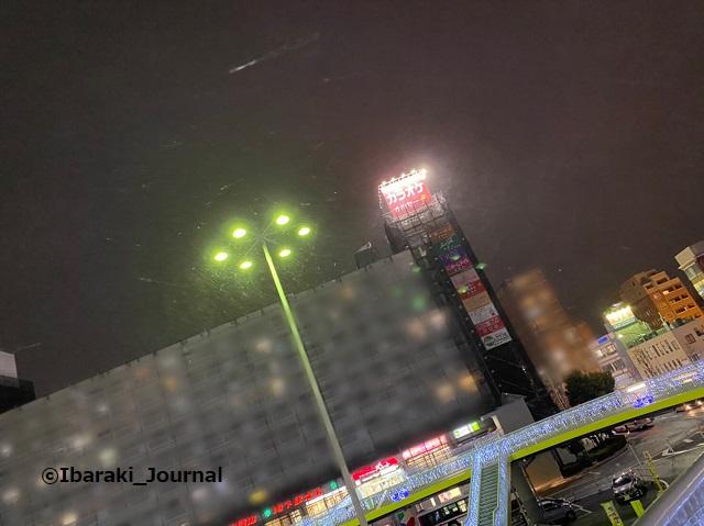 20201230JR茨木で雪