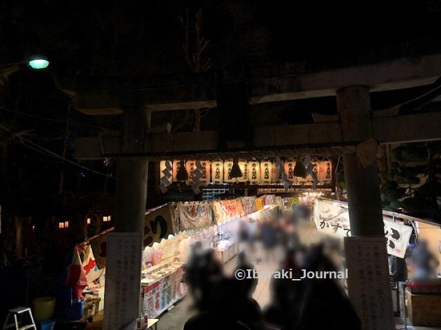 0109夜5十日戎茨木神社鳥居のところからIMG_9117