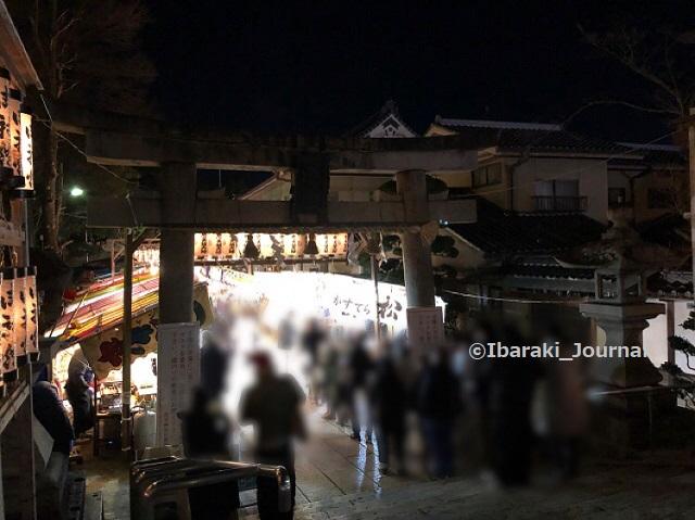 0109夜1十日戎茨木神社の鳥居のところ西側からIMG_9106