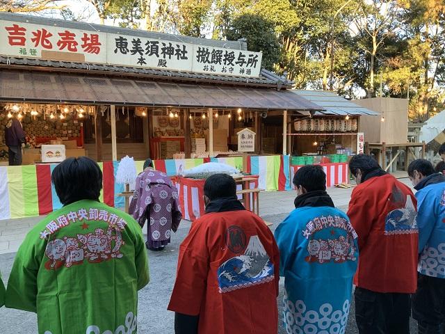 茨木神社マグロ奉納1写真 2021-01-08 7 57 49