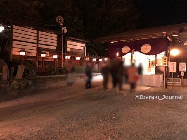 0109夜3十日戎茨木神社本殿のところIMG_9108