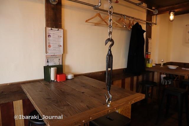 BOND店内テーブルIMG_8628