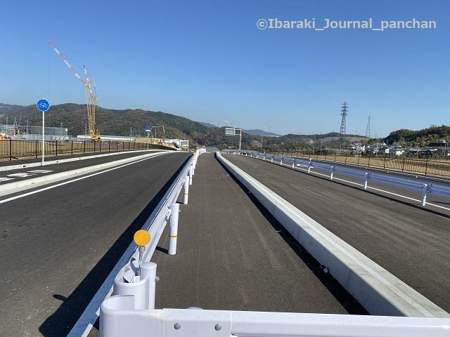 茨木亀岡線から坂の下へ4下り坂を上から見る