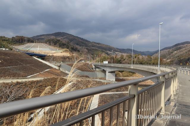 0204大岩橋からバス停の方を見るIMG_8730