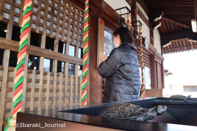 総持寺でお参り亀の置物IMG_8867