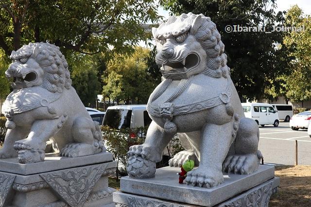 元茨木川緑地のライオン像とにんじゃるIMG_9235