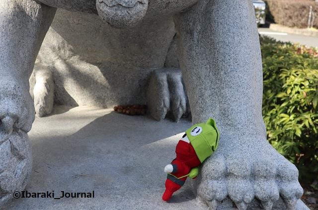 元茨木川緑地のライオン像3IMG_9236