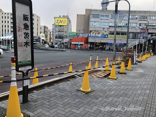 0218阪急茨木市バス停工事1IMG_0130