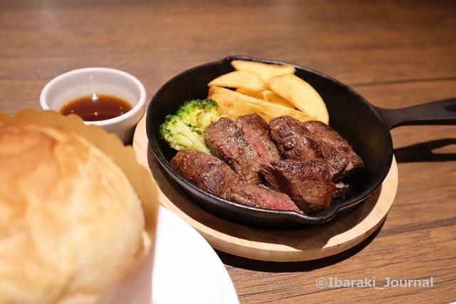 0301キッチンファームのランチのお肉IMG_9280