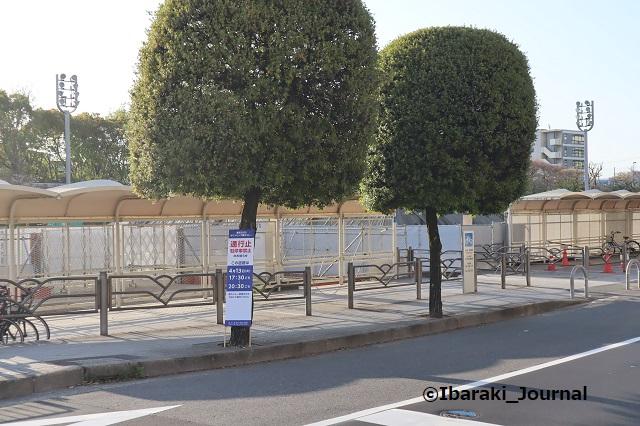 0409茨木市役所前の交通規制看板IMG_0099