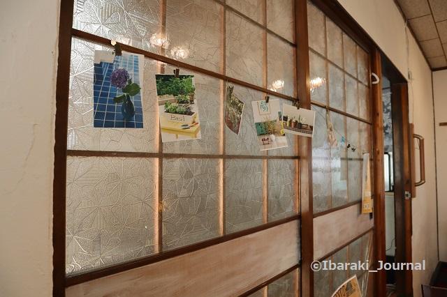 4年食堂ガラス扉のところIMG_9929