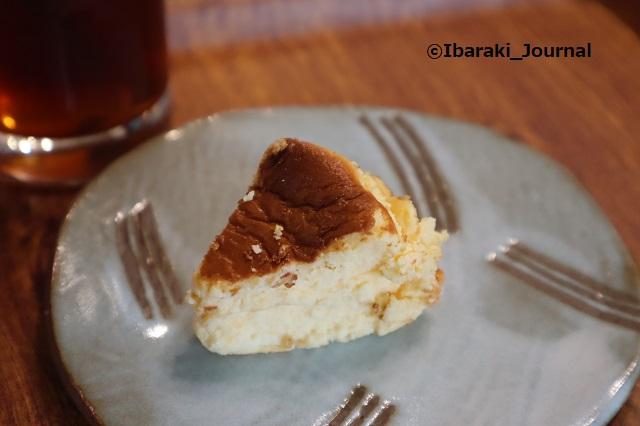 4年食堂バスクチーズケーキIMG_9952