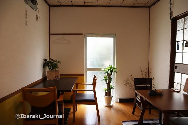 4年食堂店内掃き出し窓側IMG_9933 (2)