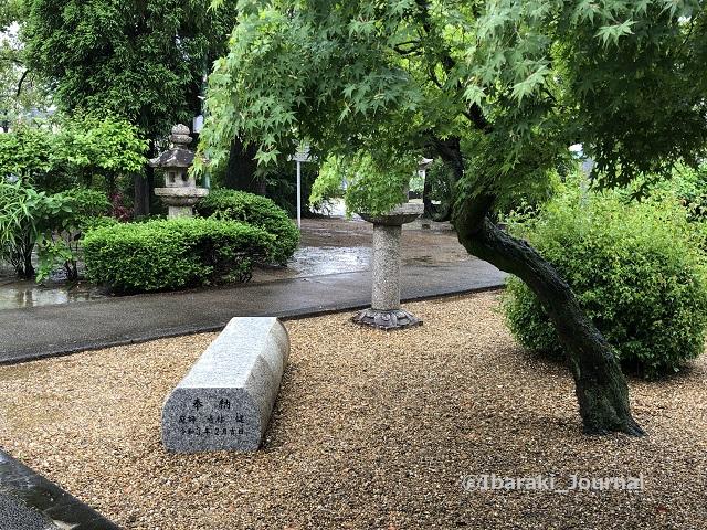 佐奈部神社境内のベンチ1IMG_2417