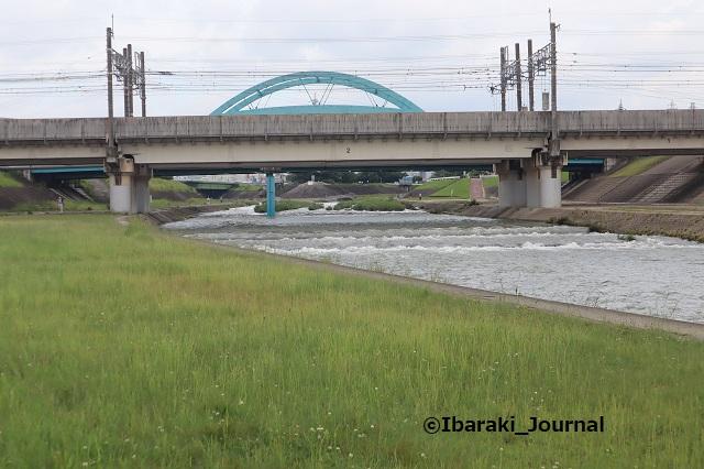 西河原新橋そばの河川敷IMG_0777