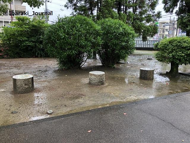 佐奈部神社の境内のベンチ3IMG_2420