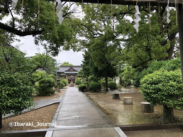 0520佐奈部神社の境内ベンチ4IMG_2422