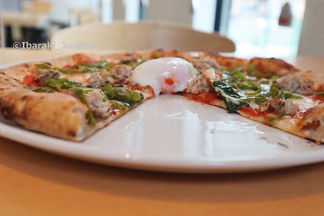 0527プレモさんピザの薄さがわかるIMG_0895 (2)