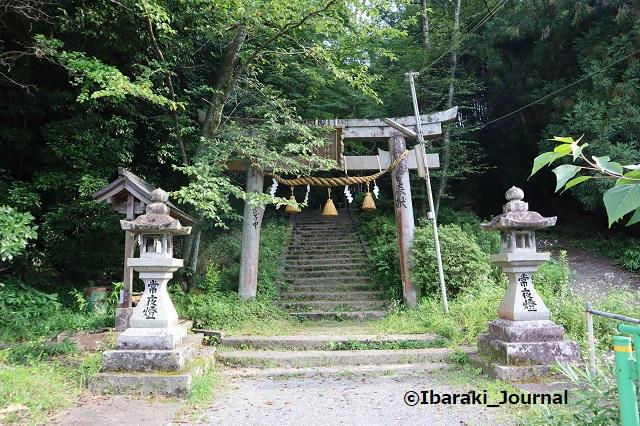 0711春日神社への階段2手前IMG_2182