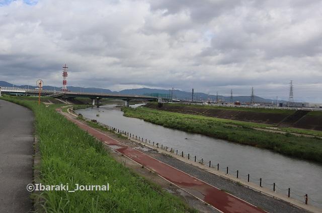 70822あけぼの橋から北の安威川を見るIMG_3185