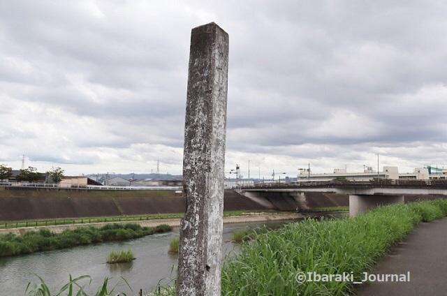 160822先鉾橋手前の碑2安威川沿いIMG_3199 (2)