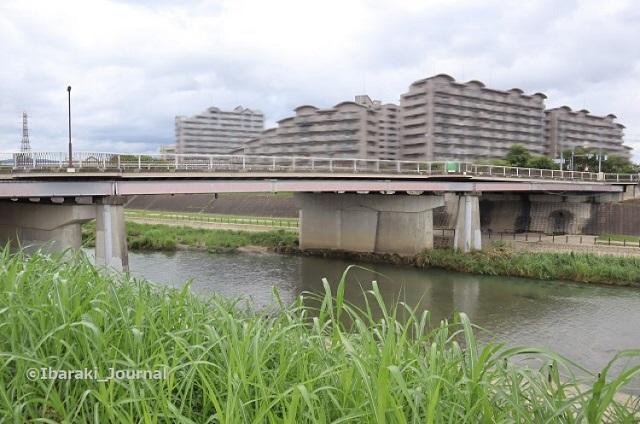 140822先鉾橋全体と安威川IMG_3202