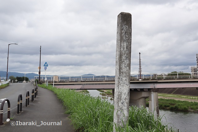 150822先鉾橋手前の碑安威川沿いIMG_3198 (2)