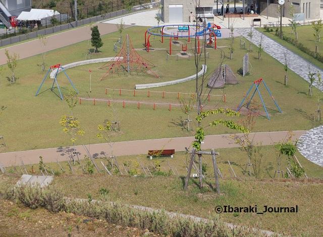 彩都はなだ公園上から見た遊具のところIMG_2612
