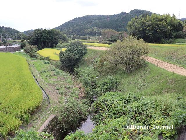泉原バス停から坂道をのぼるIMG_4728